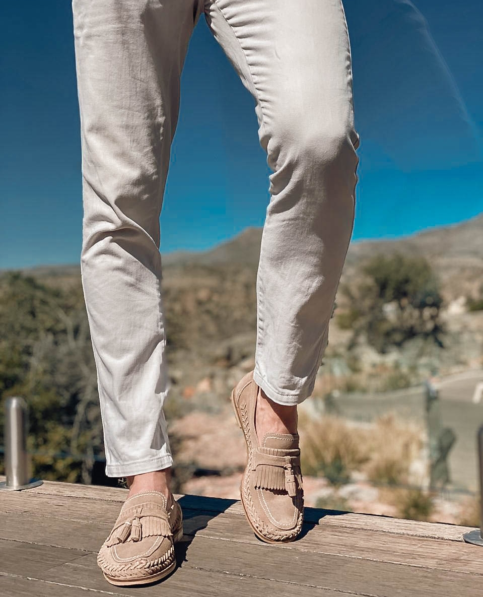 Sporting that perfect smart casual look in our stone suede Arrow Loafers.  #mensloafers #suedeloafers #walklondonshoes⁠ ⁠#loafershoes #mnswr #shoestagram #classicmenswear  #classicmensshoes #shoestagrams #madetobeworn #stylishmen #menswear #suedeshoes   https://soo.nr/wHOp pic.twitter.com/VaCKvlwELd