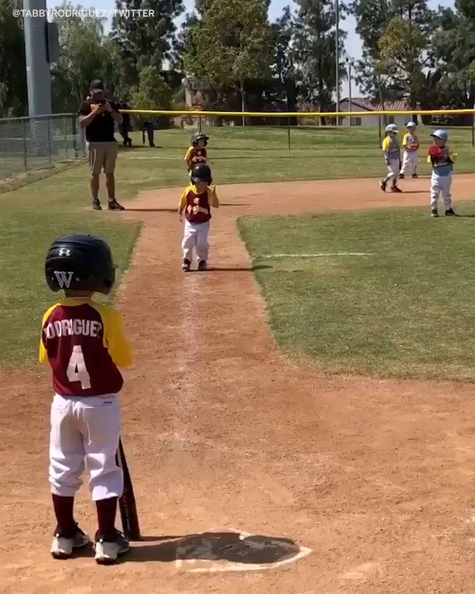 That time coach told this kid to run fast, so he did this 😂 (via @TabbyRodriguez)