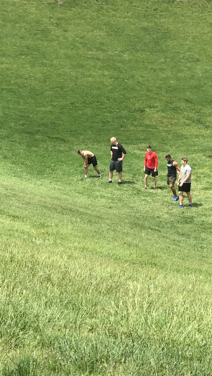 LGL getting after it today at their FAVORITE HILL (6 ft apart) where it all started!👍🏻💪🏻LGL!!! ⁦@BoilerFootball⁩ ⁦@GoBearcatsFB⁩ ⁦@EMUFB ⁦⁦@IndStFB⁩ ⁦@MHSsportsradio⁩ ⁦@MasonSchools⁩ https://t.co/sQEifIN065