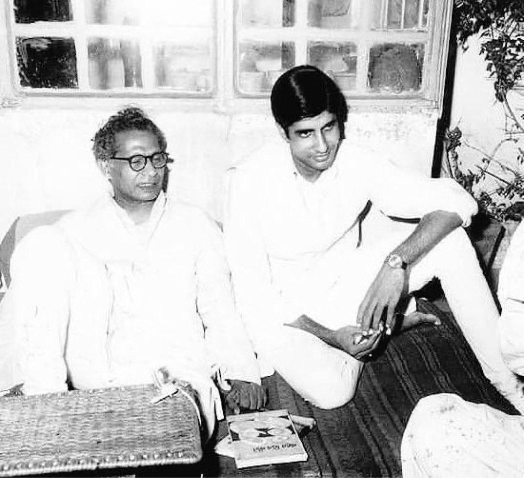 @SrBachchan Harivansh RaiBachchanwas an Indian poet of the Nayi Kavita literary movement (romantic upsurge) of early 20th centuryHindi literature. #ABEFTeam #RarePic @sureshjumani @zafarkeymaker EF ❤️