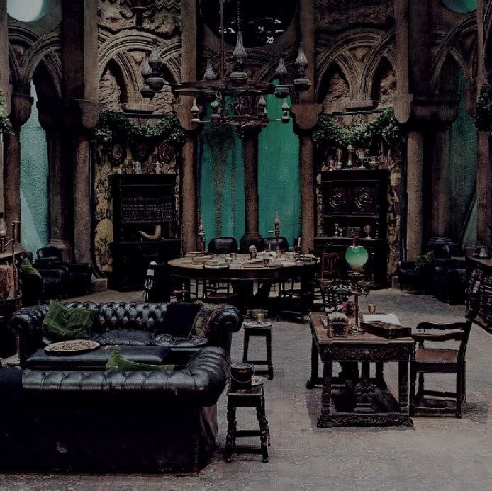 Slytherin Common Room is Goth  #worldgothday #gothday pic.twitter.com/JlrOEavWNc