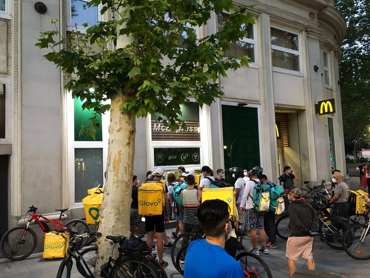 De la fase Glovo se habla poco. (McDonald's, calle de Atocha, 21.40). https://t.co/YwNgWWgX1k