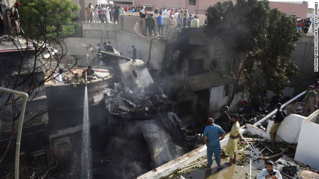 At least 76 bodies have been recovered after the crash of a Pakistan International Airline jet in Karachi, officials say. The airline said 99 people were on board. https://t.co/6oujxV9Nk7 https://t.co/14d5vZvGij