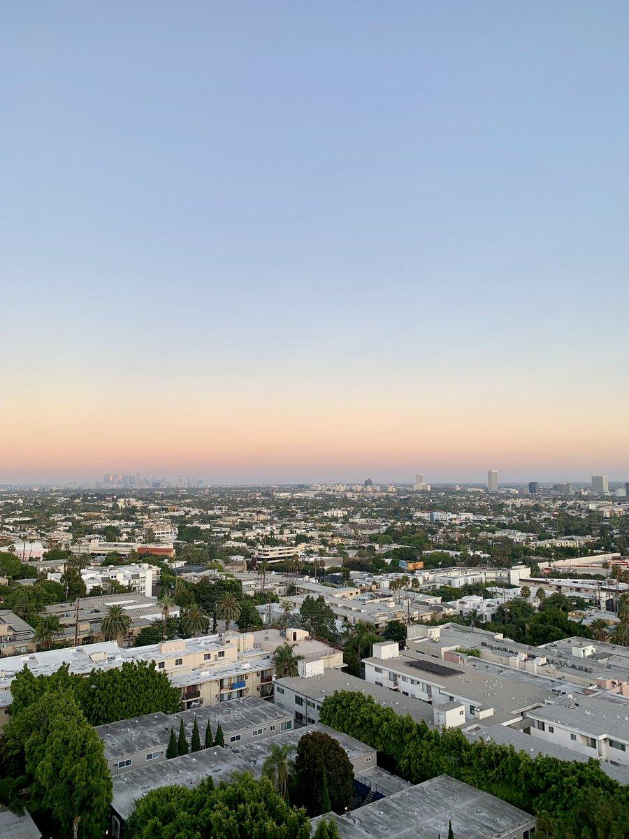 Missing those sunsets...  #LA pic.twitter.com/zcQQjTpNYn
