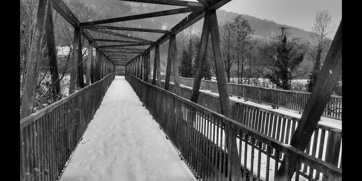 That is such a fantastic an iconic bridge photograph, when it snowed here two years ago it was the inspiration for this photograph. #TimsTwitterListeningParty  #JoyDivisionpic.twitter.com/ZuP4uQpONd