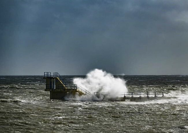 Bad day at Blackrock...stormy in Galway today #WildAtlanticWay  Mark Conlon | IG<br>http://pic.twitter.com/hqEX9o60ZN