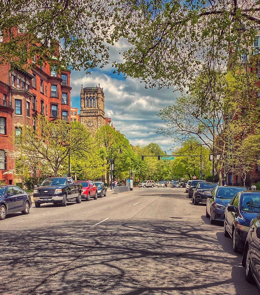 Happy Memorial Day Weekend Everyone! It's looking like summer in Boston! #MemorialDayWeekend #Boston pic.twitter.com/eXhXYOdP7B