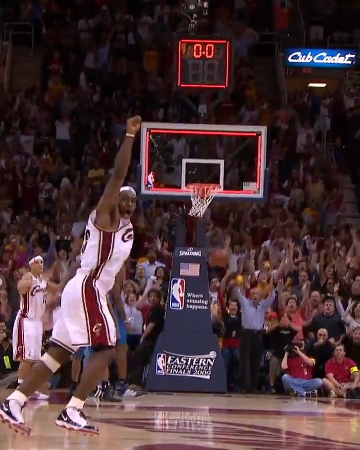 """#RT @NBA: """"For 3, for the win... YES! LEBRON JAMES!!""""  @KingJames WINS IT at the BUZZER‼️  #NBATogetherLive #TissotBuzzerBeater https://t.co/NVYO0zqN1y"""