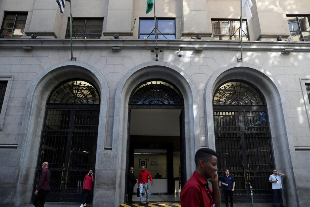 Brazil revises 2020 deficit, debt forecasts to record levels as crisis deepens https://t.co/5c8mDbxW7l https://t.co/eLkpR8tfFK
