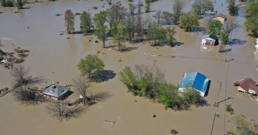 Flooding forces evacuations in more Michigan communities https://cbsn.ws/2WZaOmZpic.twitter.com/JlmuEJLFQA