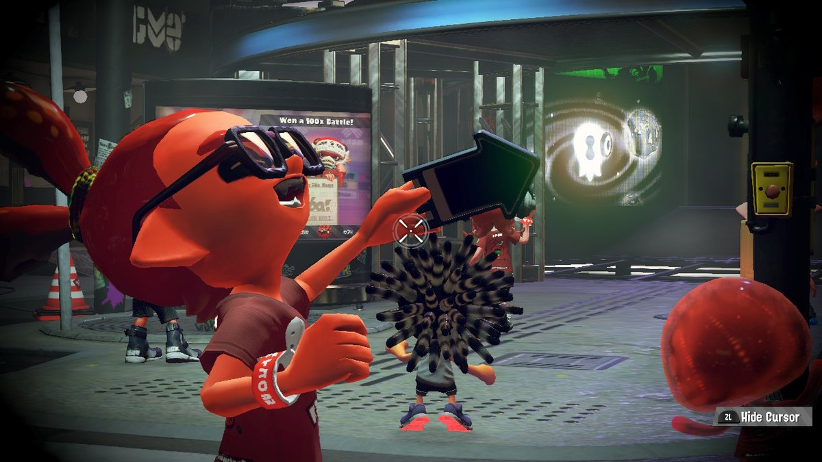 This poor kid. Not only did he choose #TeamKetchup, but he also doesn't understand that his phone is off. #TeamMayo #Splatoon2 #Splatfest