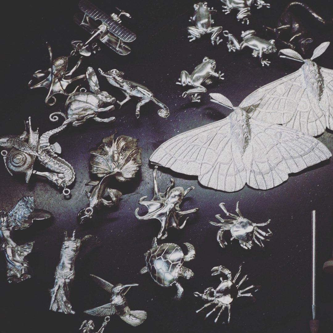 polishing frog,octopus,seahorse,rabbit,moth,and so on...  #jewelry #handmade #handmadejewelry #art #artwork #artjrwellery #silver #polish #yujiishiipic.twitter.com/3xsLzyfD1v