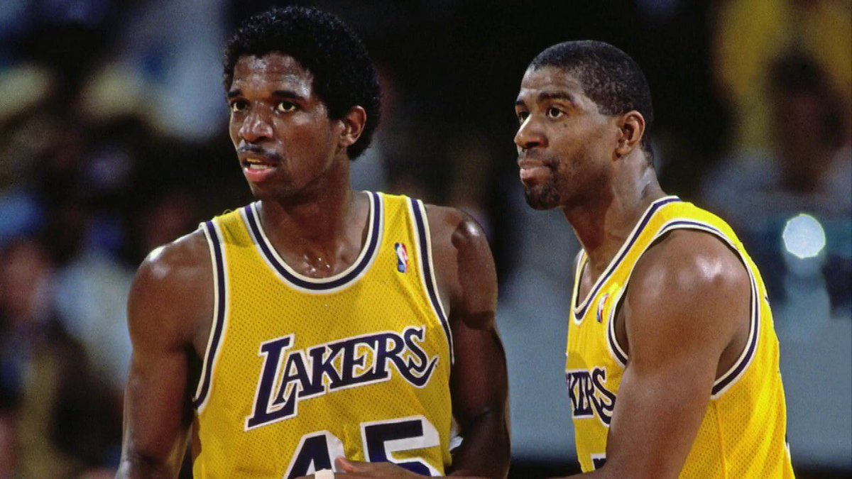 "AC Green started for both the Showtime Lakers and the 2000 Shaq/Kobe Lakers.. I guess ""evolution"" didn't effect him. <br>http://pic.twitter.com/vPAuKjqoca"