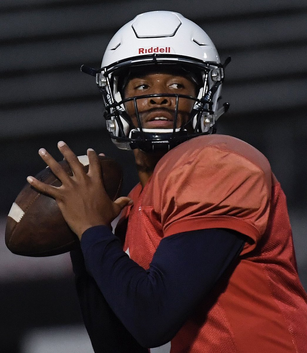 Well here's some interesting news.. Caylin Newton (Cam Newton's brother) announced he's transferring to #Auburn.  You may remember Caylin Newton from when he led Howard to one of the biggest upset wins in modern CFB history over UNLV. Howard entered the game as 45 point underdogs <br>http://pic.twitter.com/QDfpkKQs5f