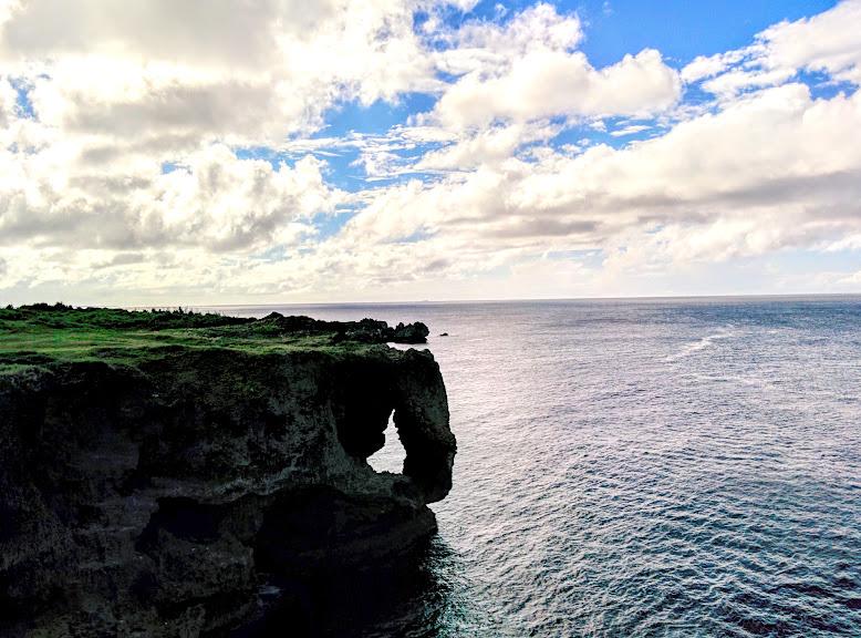 沖縄風景 万座毛 #写真旅行 #沖縄 #万座毛 #おはようございます #今日も笑顔でよろしくお願いいたします #青空 #雲が好き #空がある風景  #風景写真 #カメラ男子 #スマホ写真  #コロナで気が滅入るからみんなの写真で旅行しょうぜpic.twitter.com/X5F9MgUpTs