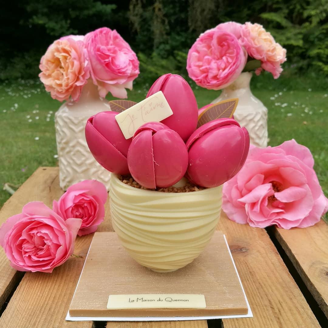 Le magnifique bouquet de tulipes en chocolat de La @MaisonDuQuernon 🌷 Une belle idée de cadeau pour la Fête des Mamans 💕 Bon week-end à toutes et à tous 😘 #chocolat #angers #artisan #fleurs #MothersDay https://t.co/i5J0a5j7GZ