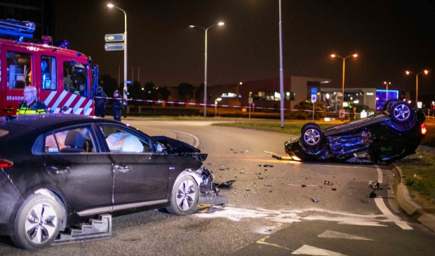 Drie gewonden en aanhouding bij aanrijding in Lijnden [LIJNDEN] Drie personen zijn vrijdagavond gewond geraakt bij een zware aanrijding op de Amsterdamse Baan in Lijnden.