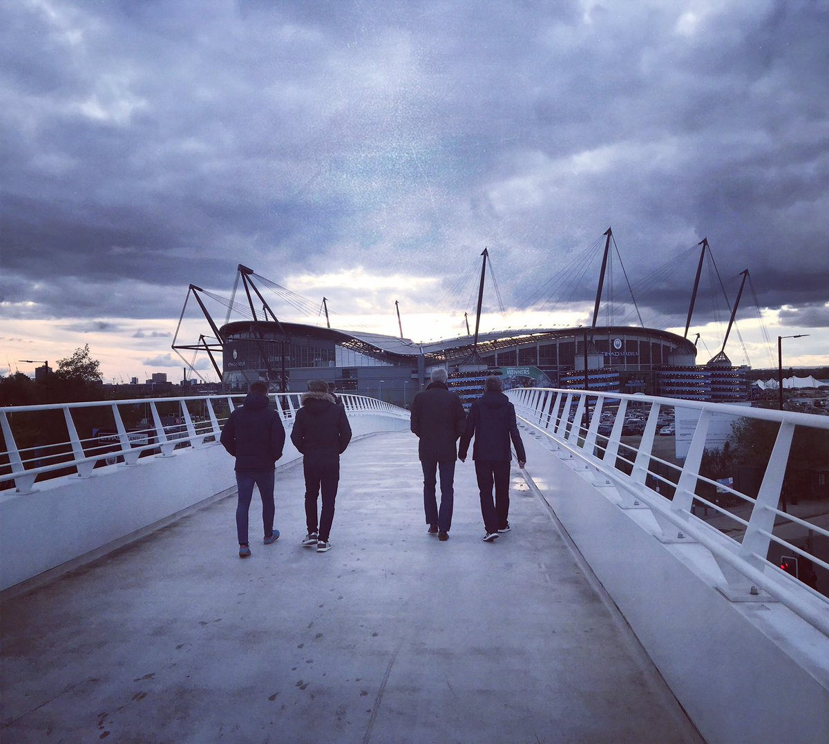 Have you done a @ManCity photo shoot with the bridge connecting to the campus? (David Silva leaving shoot maybe?) We walk over it every match day.pic.twitter.com/WAkTbQm6xR