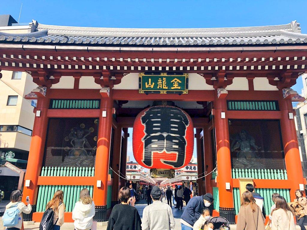 The Kaminarimon Gate ( 雷門 ) is the outer of two large entrance gates that ultimately leads to theSensō-ji(the inner being theHōzōmon) inAsakusa, Tokyo, Japan.   #Asakusa #Japan #tokyo #Japanese #architecture #Kaminarimon #Japantourism #Sakura #cherryblossom #Tourismpic.twitter.com/ebOFRNGUL3