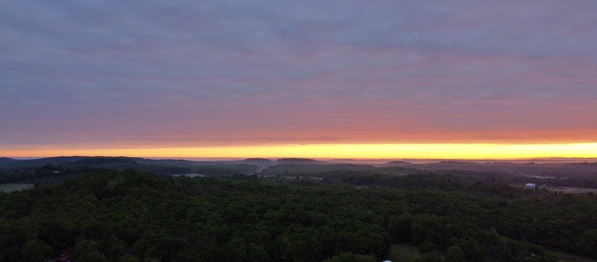 #sunrise this morning  pic.twitter.com/JYhel4d5pY