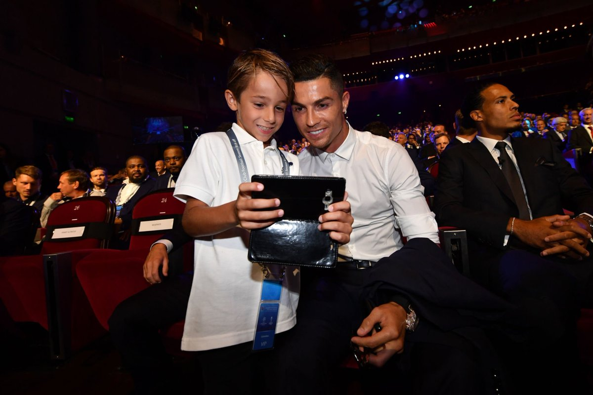 "Cristiano Ronaldo: ""I will never reject an autograph, hug or photo. I was also a fan of football."" <br>http://pic.twitter.com/ZAUY9XWnJR"