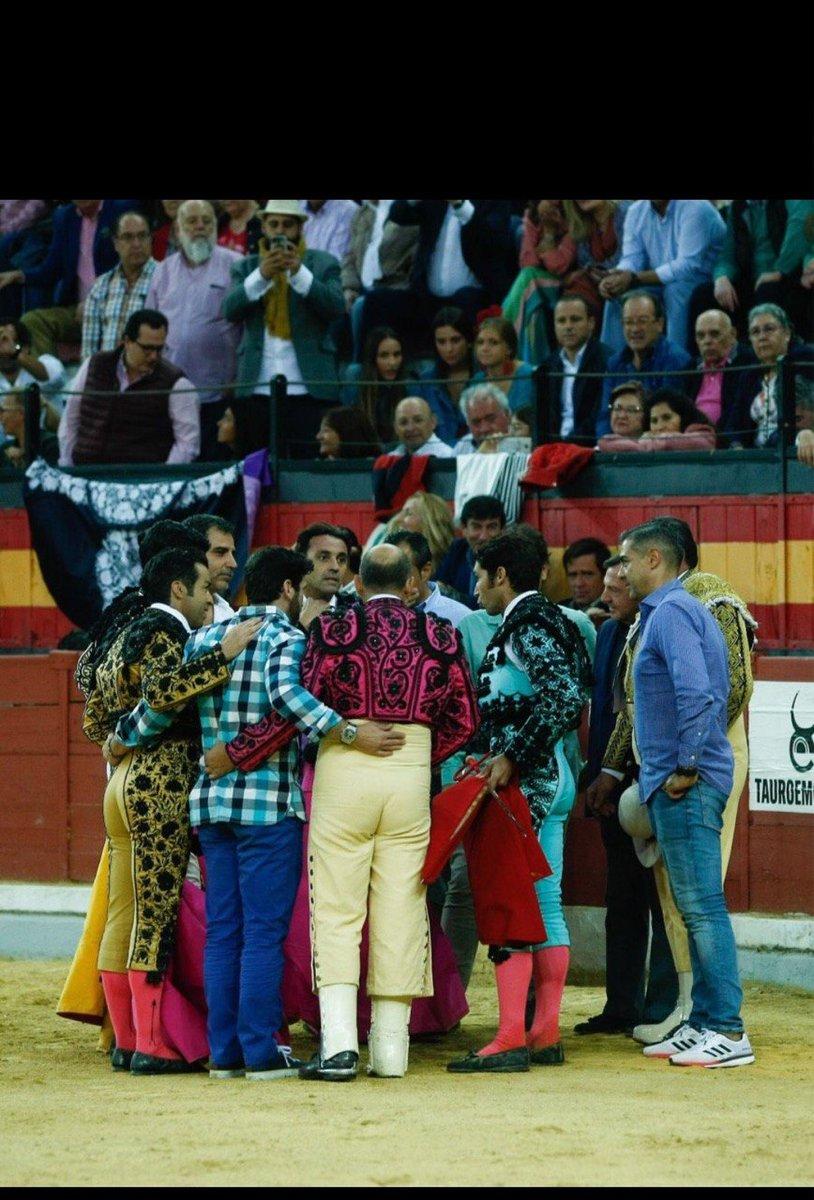 ¡Mi cuadrilla es mi familia! Y no torearé ninguna corrida de toros sin todos ellos. @AndaluciaJunta https://t.co/Dy8272oBXo