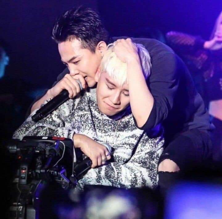 the brothers who love their youngest brother   #BIGBANG #VIP pic.twitter.com/ApZfhkjXfX