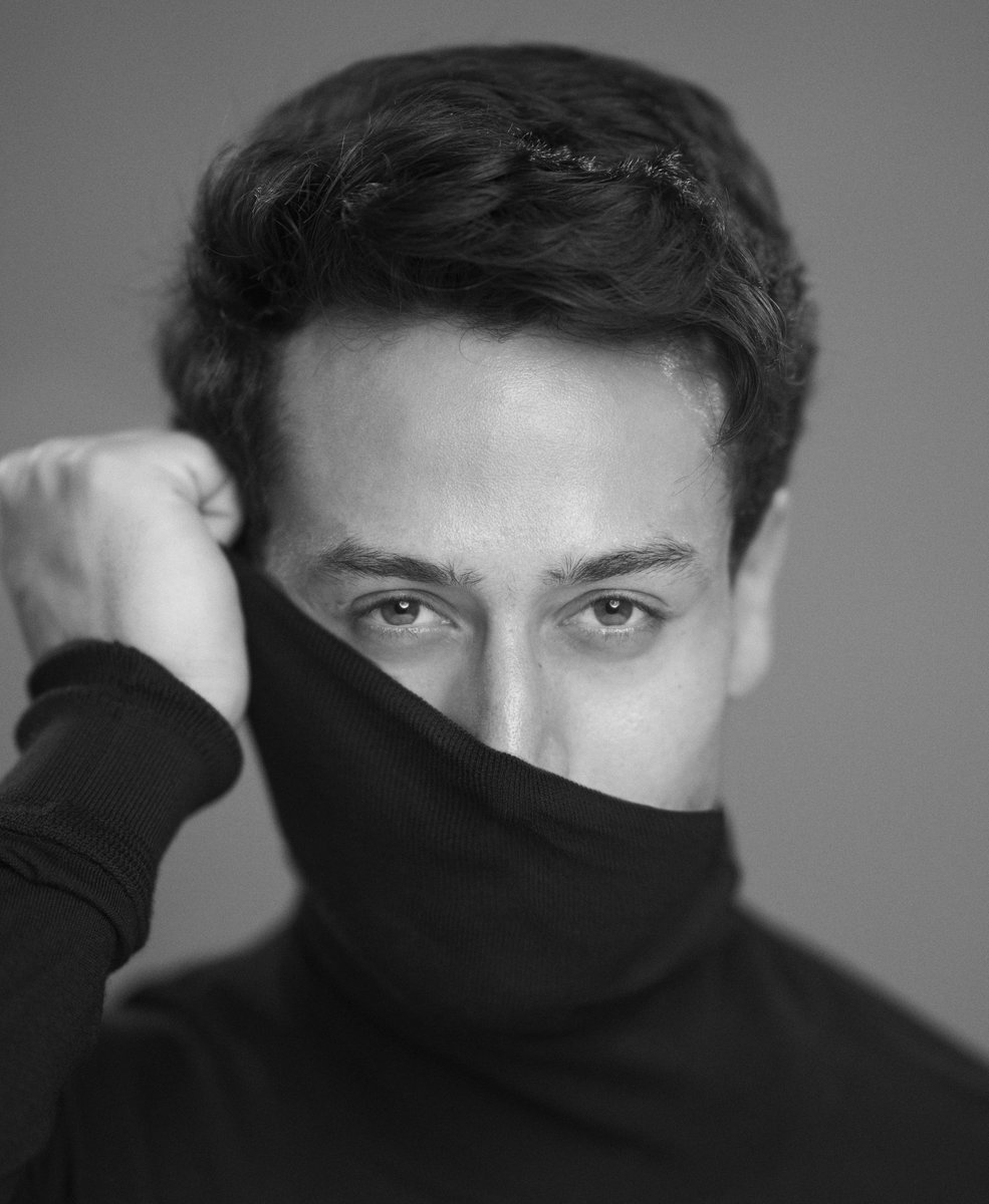 WEAR A MASK.... IT'S SAFER... @iTIGERSHROFF  PS: This is an image in a photo series I'm doing, using stock pics from older photoshoots...  #WearAMaskItsSafer !! https://t.co/b0rIi3JJeF