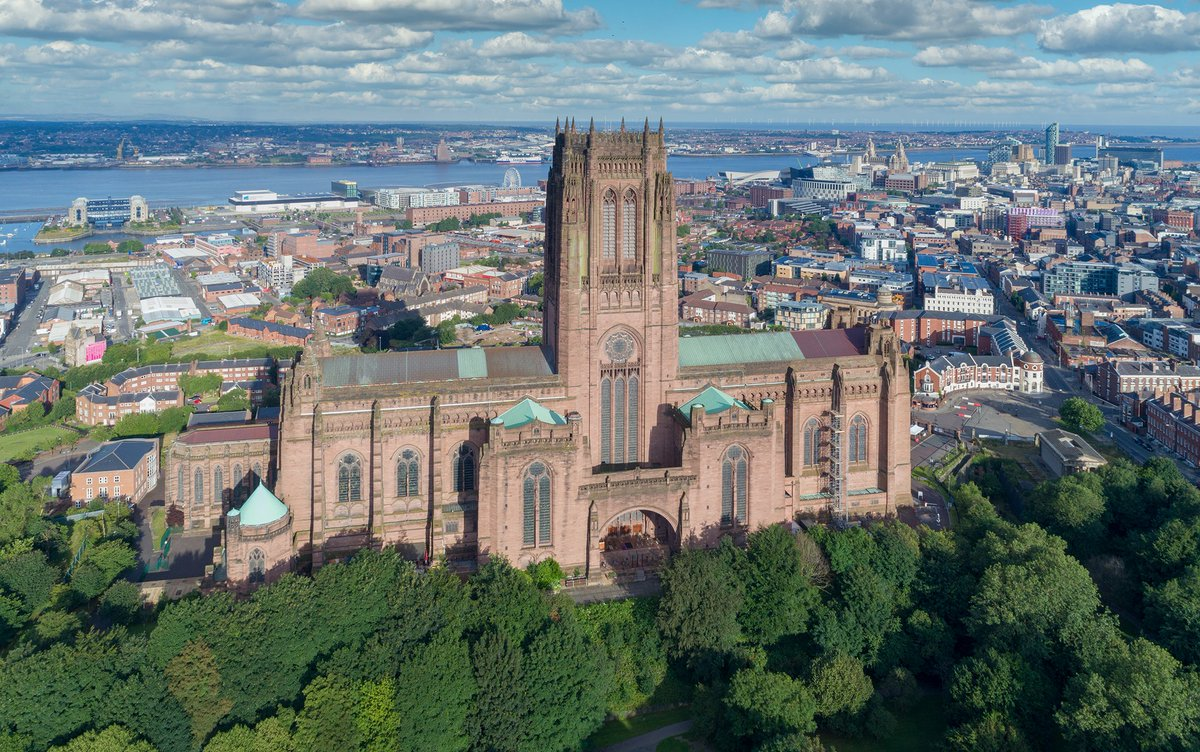 Good morning #Liverpool. Sun shining on the magnificent Liverpool Cathedral. @LivCathedralpic.twitter.com/oXXuMzje1Q