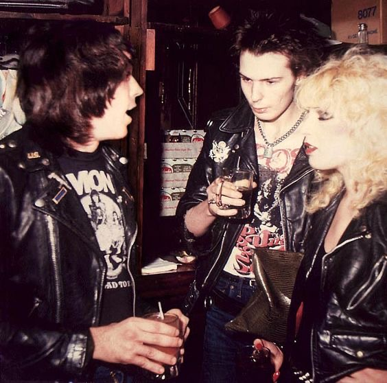 #MarkRamone with Sid and Nancy in New York 1978 #rarephoto #punk #NYC #USA #Sexpistolspic.twitter.com/7QRb67hDS2