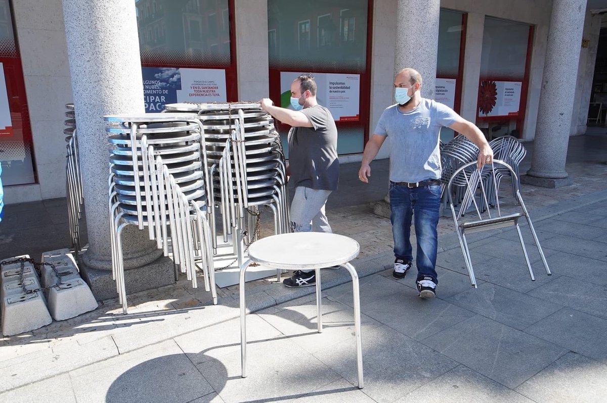 El lunes 25 de mayo Valladolid pasará a la fase 1 y con ello se podrán abrir las terrazas. Estas son las condiciones y requisitos que recoge el decreto aprobado en el Ayuntamiento para facilitar su apertura. Más información 🔗 bit.ly/2ZqhxYA