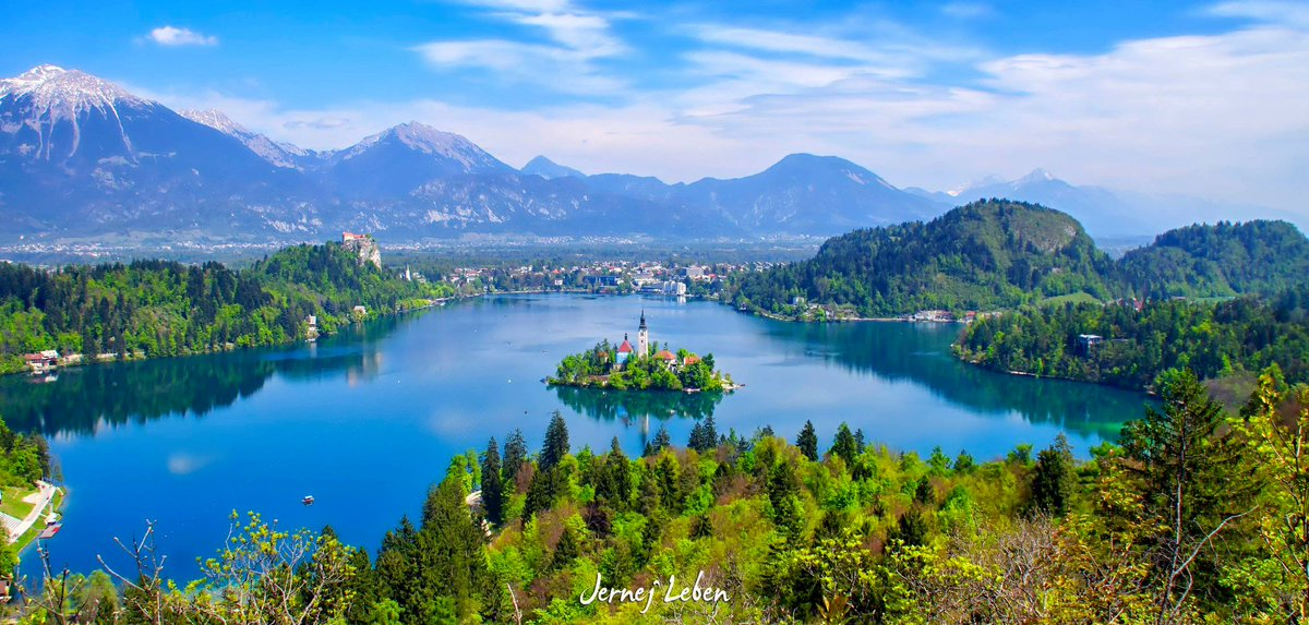 LAKE BLED, #Slovenia - breathtakingly #beautiful in all four seasons! (photos: Jost Gantar #summer, Jernej Leben #spring, Ales Krivec #autumn Franci Ferjan #winter) #photography #nature #Travel #destination #ifeelsLOVEnia #mountains pic.twitter.com/mYSf6AgZ7X