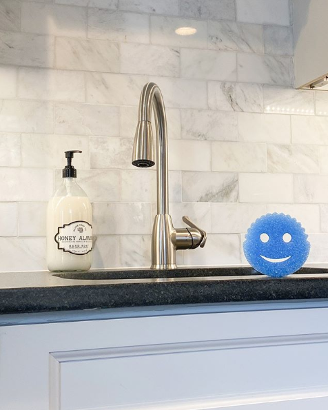 #StayAtHome Tip @CDCgov recommends regularly cleaning frequently touched surfaces like surfaces & sinks, with soap and water. Stay home, stay safe and keep smiling #ScrubDaddy #Quarantine #Home #Hinching #Hinchers #MrsHinch #Cleaning #CleanHomepic.twitter.com/1Y23yDEpAs