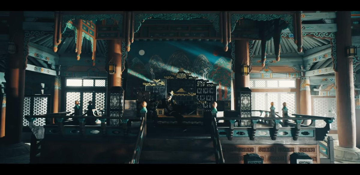 #DAECHWITA 일월오봉도  /Il wol o bong do/ was always behind the king's chair in Joseon era. It has Moon (left), Sun (right), waterfalls & pine trees on both sides, Mt with 5 peaks, waves in the front . It's said that the painting is completed when the king sits on the throne. + <br>http://pic.twitter.com/tesV120Qhk