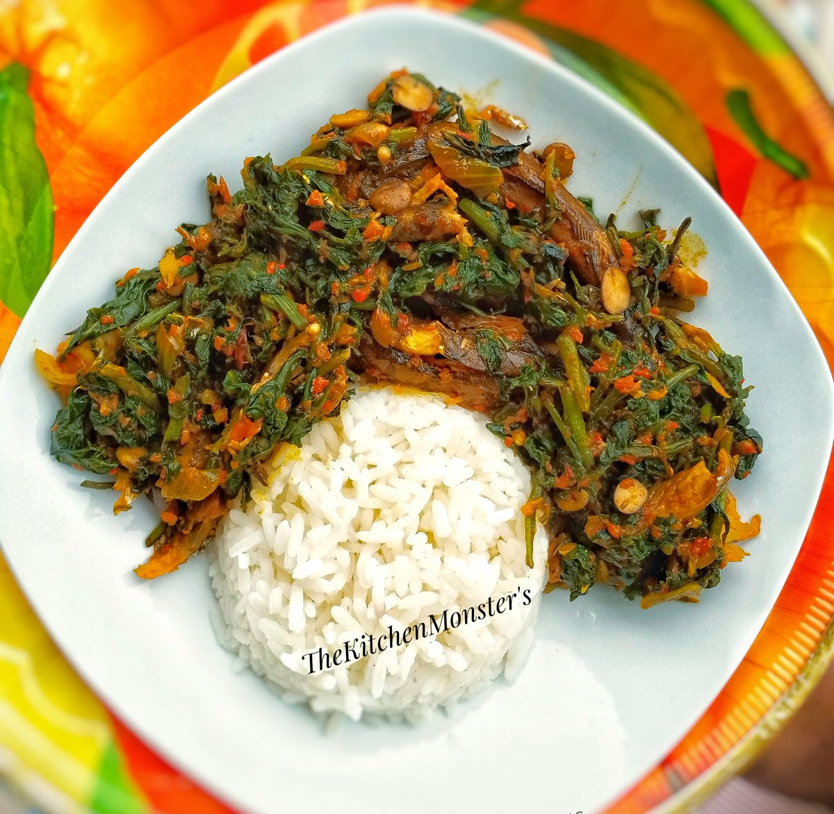 Rice and Efo Riro with Eja Kika.  This is my new favorite food, Chicken and Chiexotic can now go on leave.  #TheKitchenMonsters #Breakfast pic.twitter.com/drDCHlbbzd