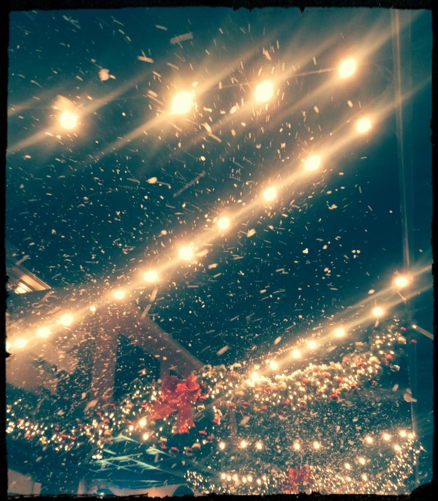 #Christmas even though it was fake snow...it was beautiful. pic.twitter.com/oURI70OBT1