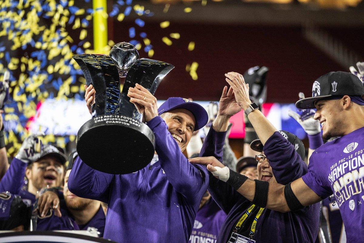 Chris Petersen Appreciation Post:  2 Paul Bear Bryant Coach of the year awards Bobby Dodd Coach of the Year award  4 WAC Championships  1 Mountain Wesr Championship  2 PAC 12 titles  1 College Football Playoff Appearance  10 10+ win seasons  .793 win % <br>http://pic.twitter.com/KP4cF4Wq2r