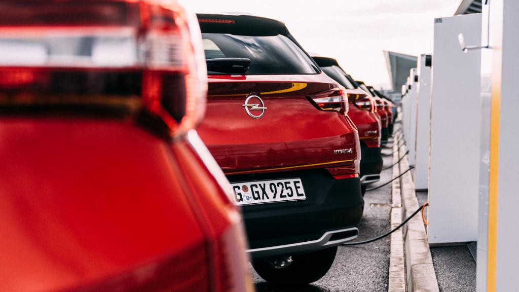 Kuda god krenete, krenite u velikom stilu. #OpelGrandland – Stil, stav, samopouzdanje. #Opel #OpelSrbija #Grandland https://t.co/JBvQyxE760