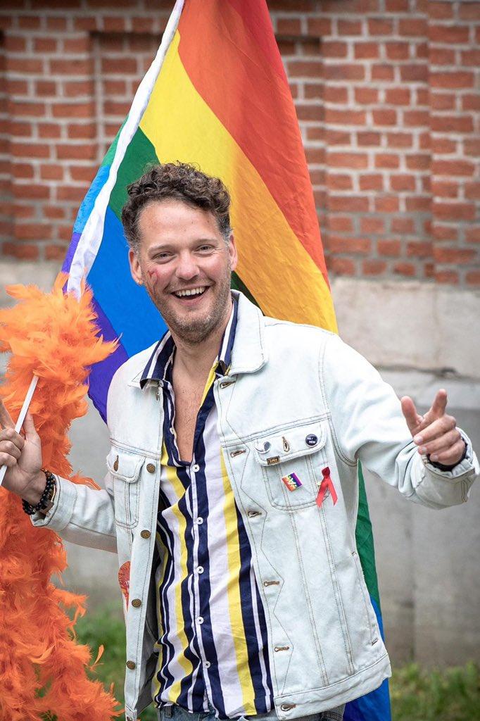 No #BelgianPride? Jammer genoeg niet fysiek door Brussel vandaag. Maar Bob Reijnders maakte wel een portretreeks, om de boodschap van de #Pride toch te verspreiden. Deel je eigen Pride-foto's onder #WeCare, show us some Pride! 🤩🌈 https://t.co/4nzdx09HMQ