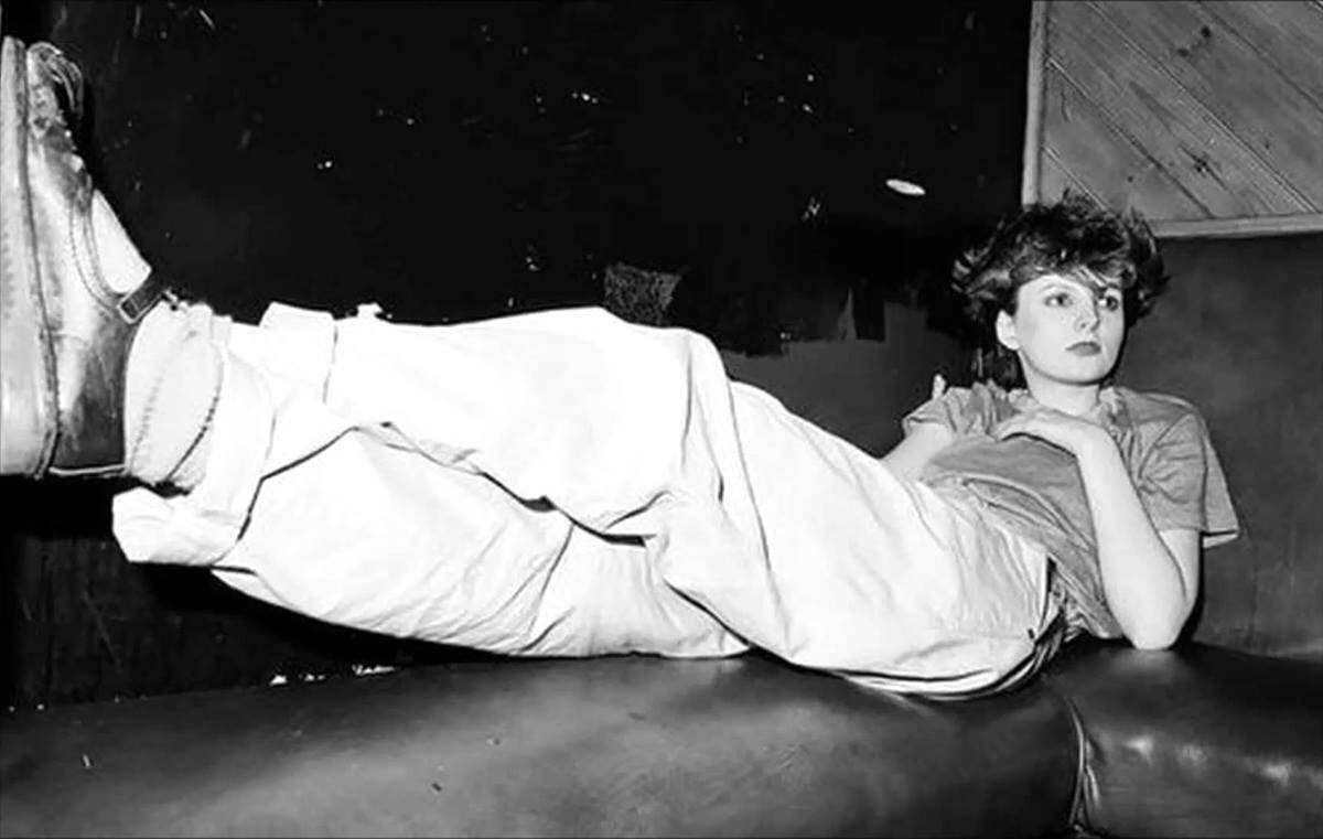 Clare Grogan puts her feet up...  Photographer unknown. https://t.co/tTd5SqGUPo