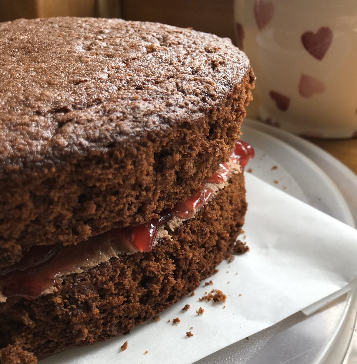 ...when it rains, we shall make (and eat) chocolate cake. A perfect way to unwind and enjoy a weekend afternoon.  #homemade #eggfree #chocolatefilth   pic.twitter.com/44XQY8Q6cW