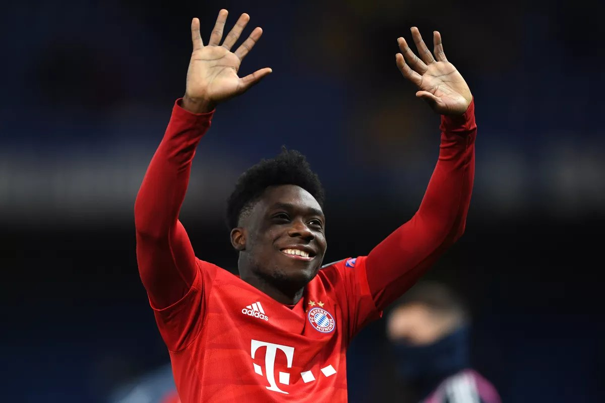 The more I watch Alphonso Davies play the more I admire what a player he's become. He's seamlessly turned into an elite left back. Composed, Brave, Brilliant defensively, and incredible going forward. He's only 19 years old and has become a key player for the best team in Germany https://t.co/WQlcQLBm1C