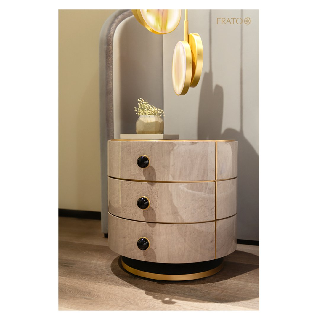 Finished in wood veneer, the cylindrical PARMA bedside table's three drawers can accommodate a variety of night-time essentials, ensuring a clutter-free sleep space.  #frato #homedecor #interiortrends #interiordesign #furnituredesign #designlover #decoration #residentialdesignpic.twitter.com/qTgyH82R9q