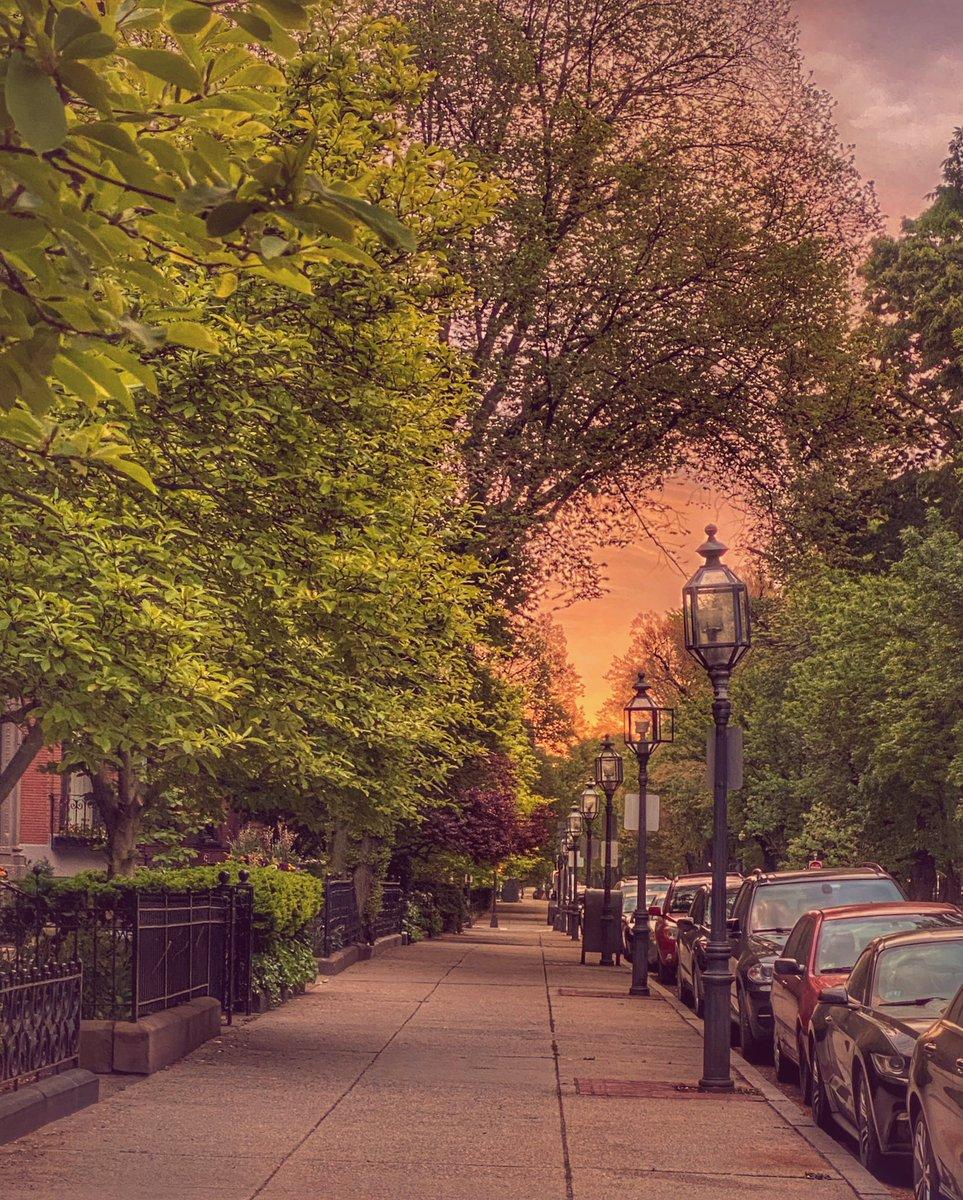 Saturday sunrise! #Boston #SaturdayMorning #SaturdayMood #sunrisepic.twitter.com/iUGO07r7ue