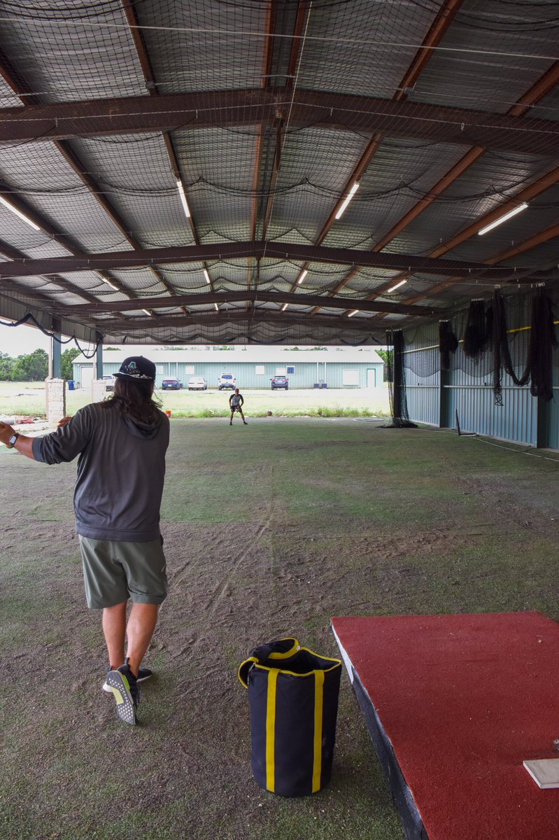 Rain in the forecast? Our 10 outdoor batting cages open up so we can get our infield work under cover. Getting dark out no problem, it is lit as well.   #ATX #baseball pic.twitter.com/4hRZFJwLmi