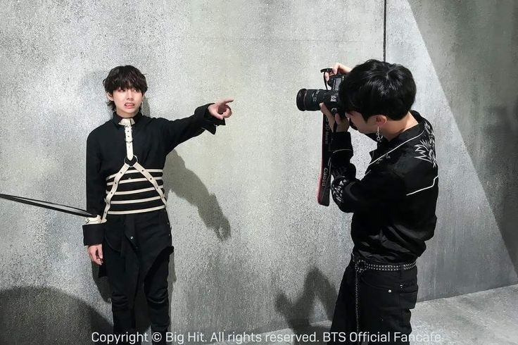 Look!!what I find in my gallery  #vkook #Photoshoot #BTSpic.twitter.com/afPUUfzxJJ