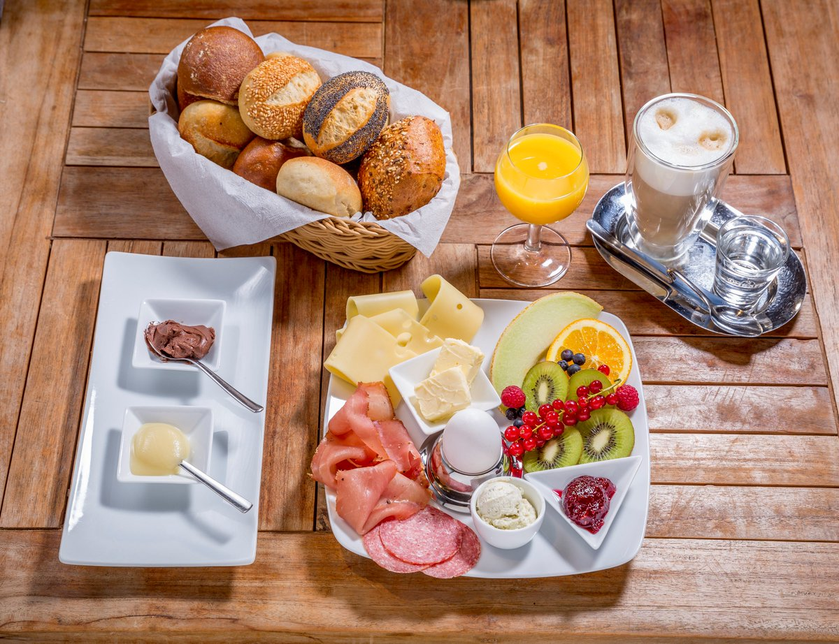 #SaturdayMorning starts with a #breakfast pic.twitter.com/NQBtGkz9MK