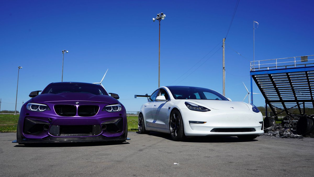 Left or Right? If you say Left we'll be super upset so don't even think about it.   #MPP.R #mountainpassperformance #bmwm2 #model3 #teslamotors #torontomotorsportsparkpic.twitter.com/VrSfB1OkoJ