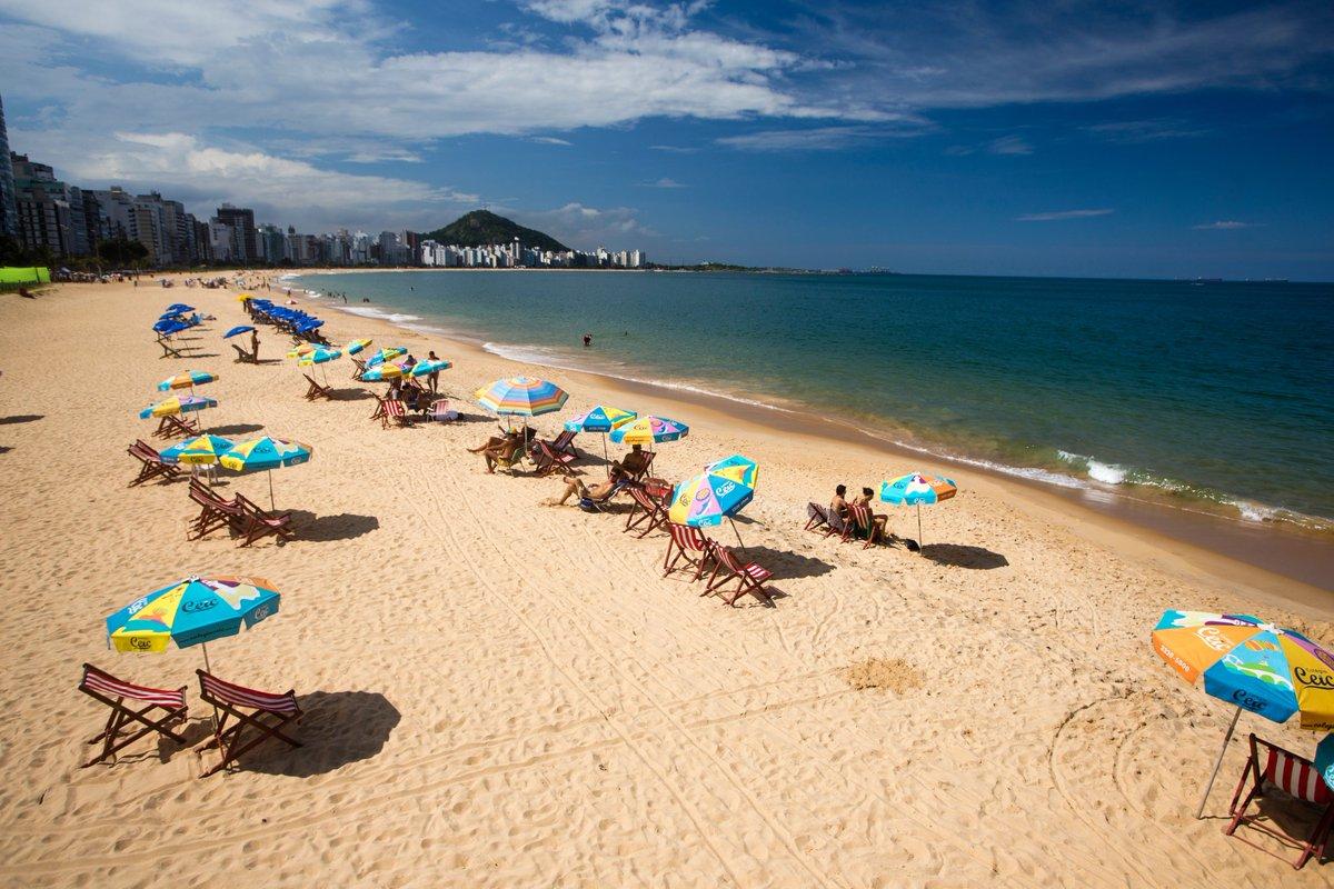 """Pababéns #VilaVelhaES 485 anos. """"Tarde agradávl de sol em Itapuã é um convite para curtir a praia. Foto: Vitor Jubini"""" https://www.agazeta.com.br/es/cotidiano/ensaio-celebra-os-485-anos-de-vilavelha-e-da-colonizacao-do-estado-0520…pic.twitter.com/W5zPi8QAO0"""