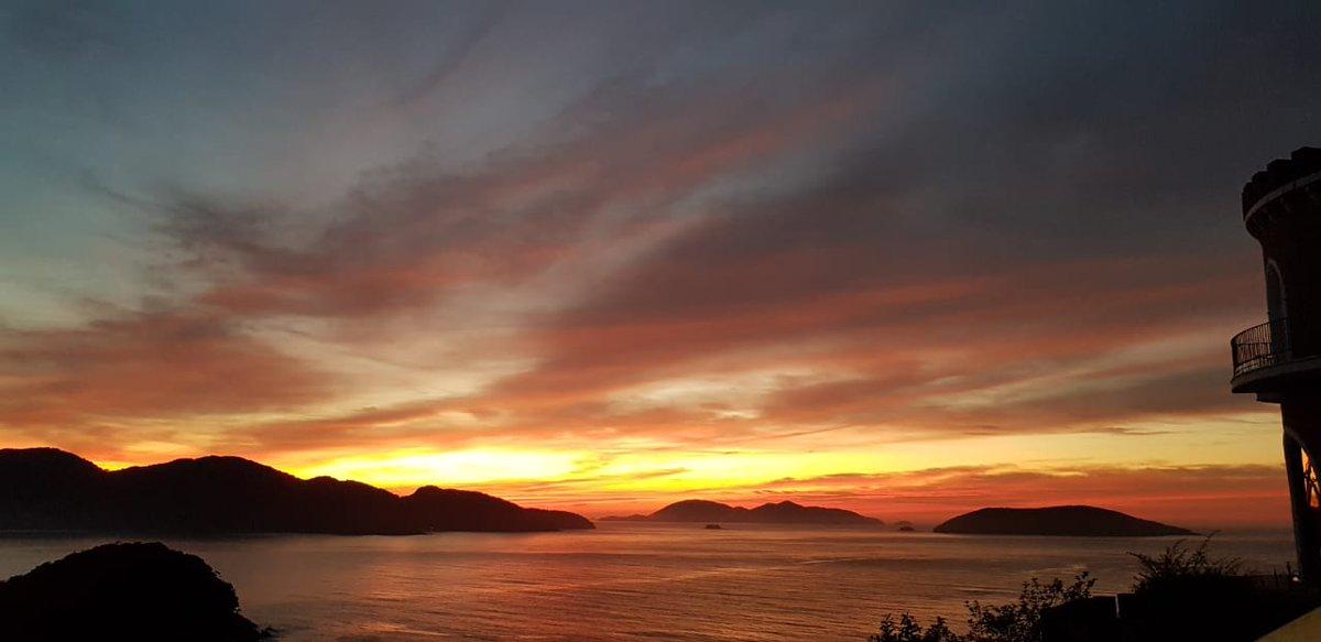 Uma foto do nascer do Sol visto no vídeo mais cedo  Salve Maria! #Arautosjf #Arautosdoevangelho #sol #ceu #beleza #fotografiapic.twitter.com/RfTehxlrEA